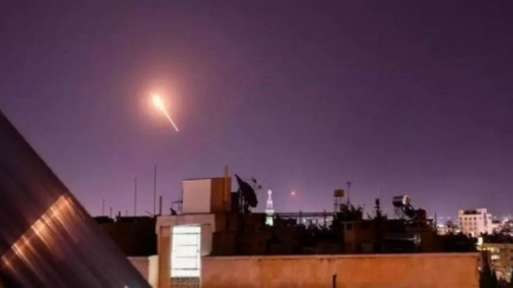 Regresan los bombardeos: Ochos militares fallecidos tras ataque aéreo en Siria