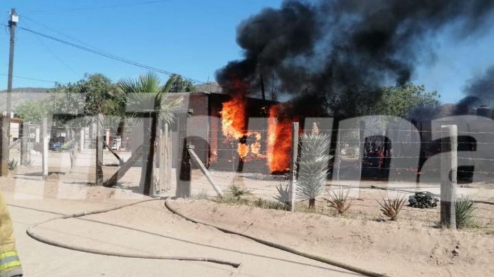 Empalme: Voraz incendio consume una vivienda en la colonia Sahuaral; solo quedó el 50%
