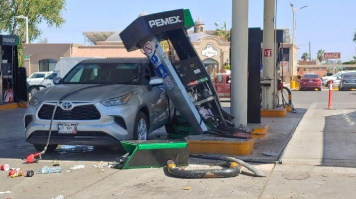 Terror en Navojoa: Camioneta choca contra una de las bombas de una gasolinera