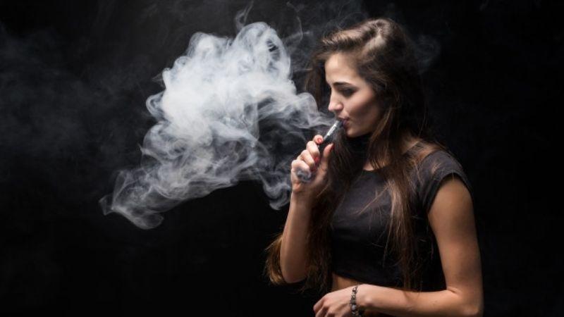 ¿Fumas cigarros electrónicos? Ten cuidado, aumentarían el riesgo de padecer Covid-19