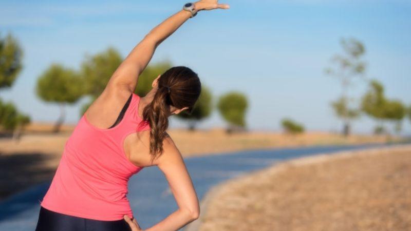 ¿Gorditos en la espalda? Estos ejercicios te ayudarán a reducirlos de forma rápida