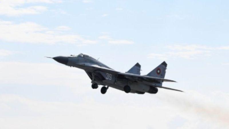 Un avión MiG-29 se estrella en el Mar Negro; las autoridades buscan al piloto desaparecido