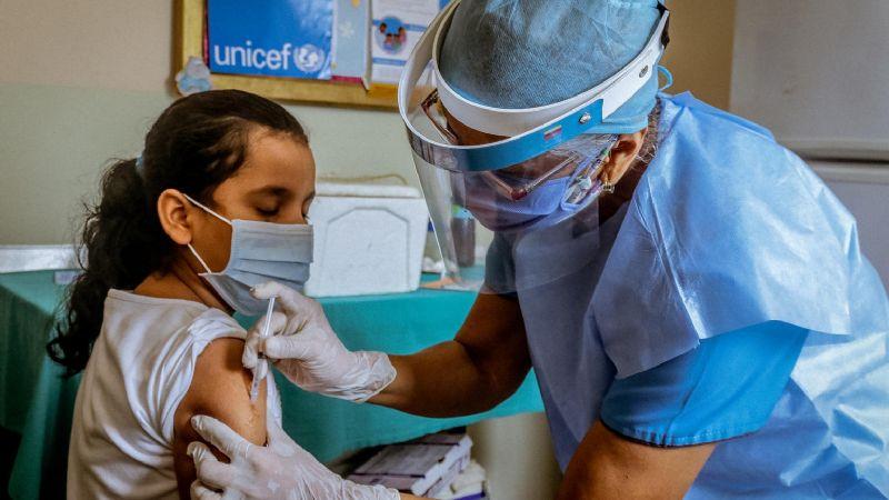 Covid-19: Este país de América Latina es el primero en vacunar a menores de edad