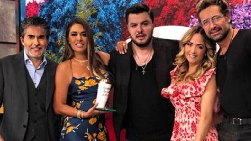 VIDEO: ¡Sorpresa en Televisa! Querido conductor de 'Hoy' confirma en vivo que su familia crece