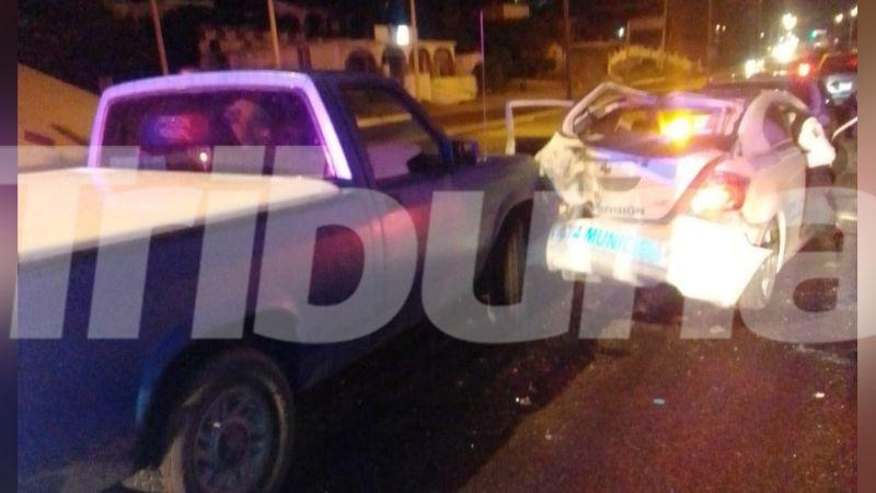 Patrulla choca por alcance en bulevar de Guaymas; hay una persona lesionada