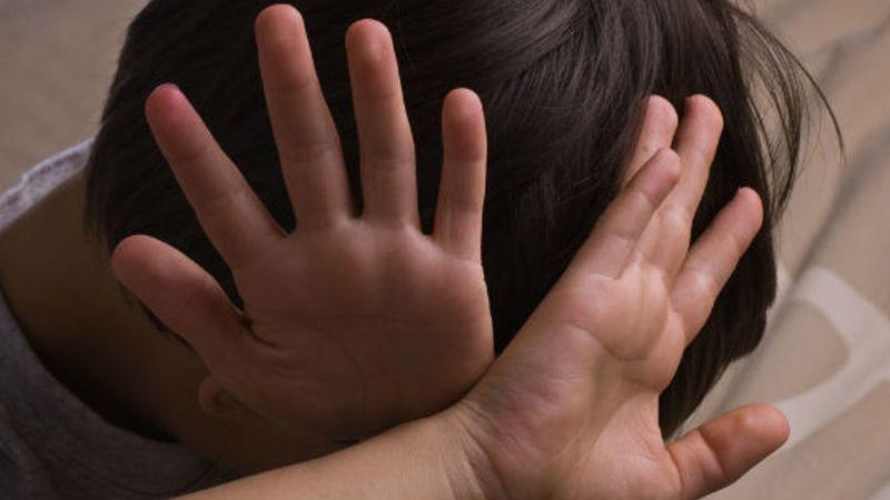 Infierno en casa: Tres niños huyen de su familia por maltrato; piden dinero y los hallan en carretera