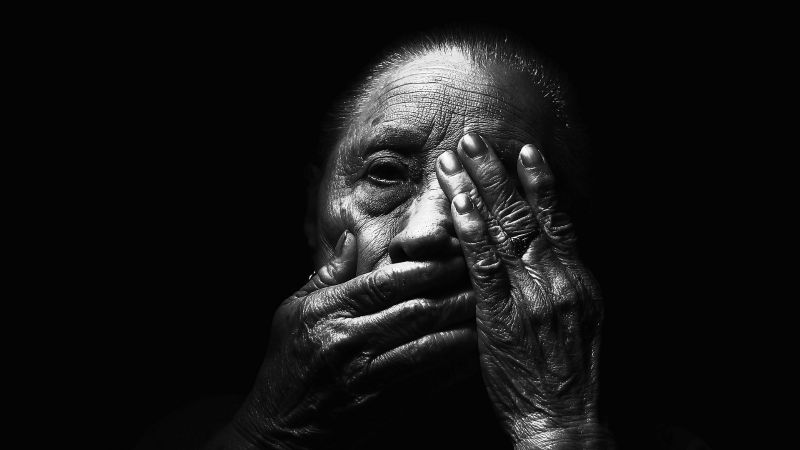 Horrible final: 'Abuelita' de 90 años fallece tras infectarse de dos peligrosas variantes de Covid-19
