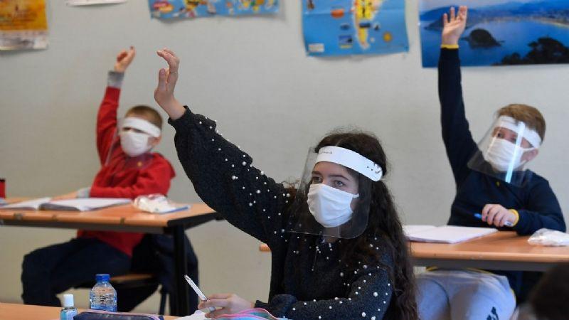La CDC pide regresar a clases en otoño, pese a aumento de casos infantiles por el Covid-19