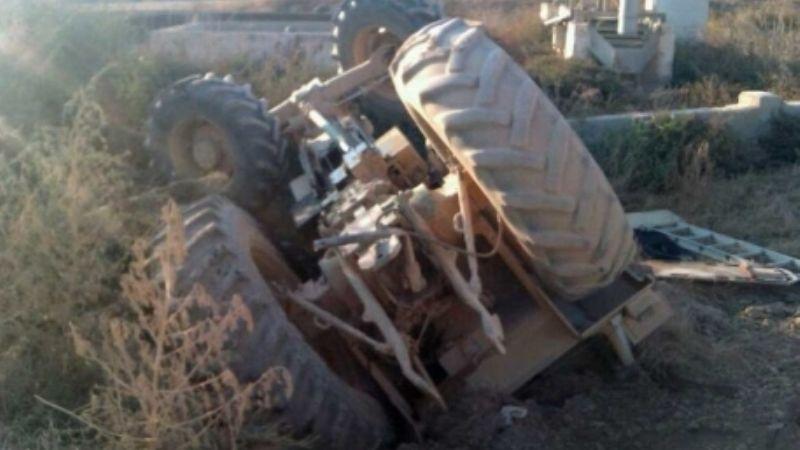 Tractor vuelca y aplasta a un agricultor; falleció en el trayecto hacia el hospital