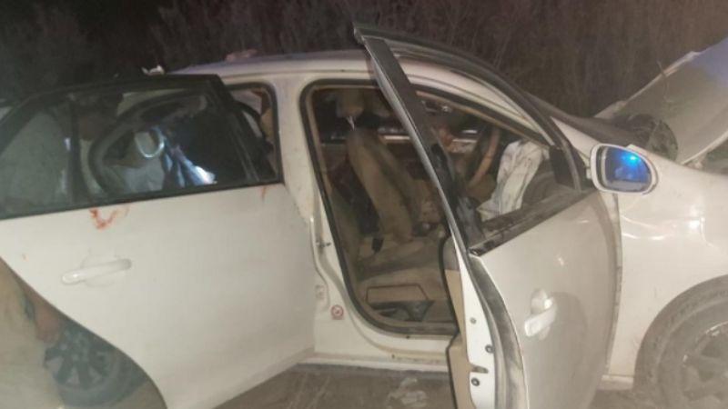 Automóvil impacta de frente con motociclista que salió disparado; hay 2 muertos