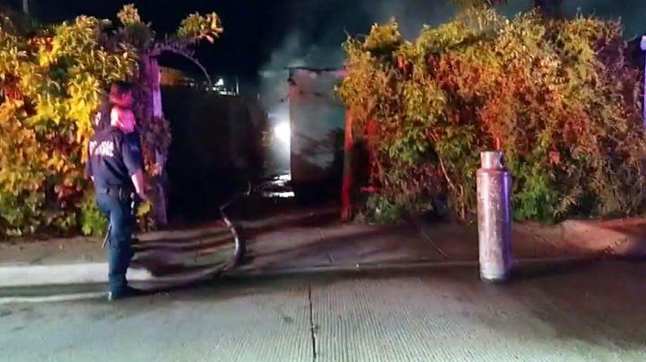 Fuerte incendio reduce a cenizas vivienda en Cajeme; creen que habría sido provocado