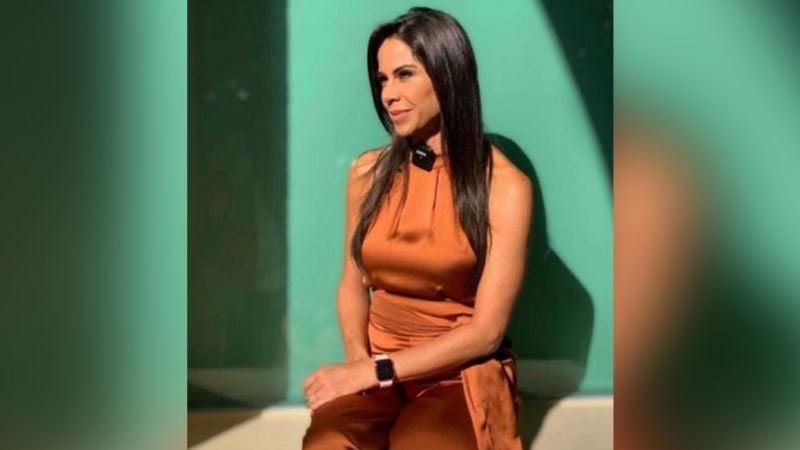 """Paola Rojas luce tremendo vestido azul desde Televisa y recibe inesperada visita en foro: """"En shock"""""""