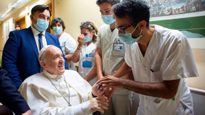 ¿Cuándo regresará al Vaticano? Informan que el papa Francisco permanece en el hospital