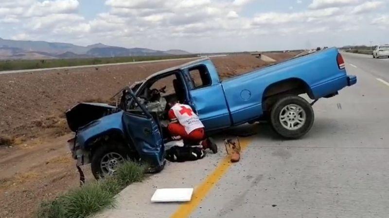 Fuerte accidente en carretera de Sonora deja a conductor prensado y con severas heridas