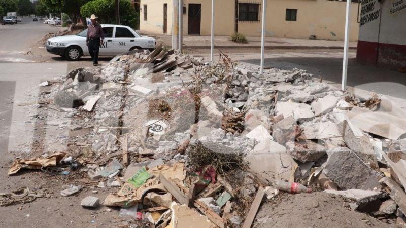 Cajeme: Gobierno abandona escombros de obra inconclusa en la colonia Cortinas