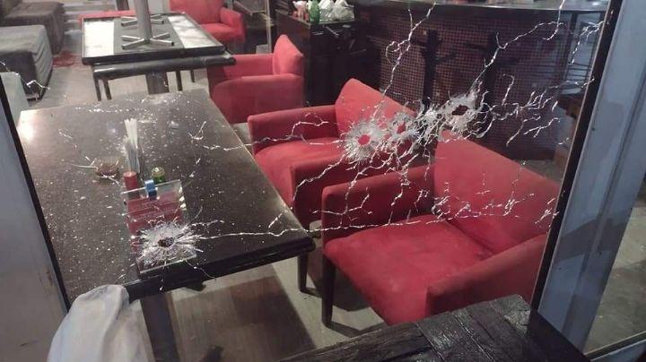 Con armas de grueso calibre, sicarios abren fuego en un restaurante; hay 3 víctimas mortales
