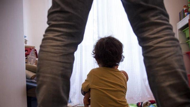 Menor se arroja de un balcón en un segundo piso para escapar de los abusos de su padre