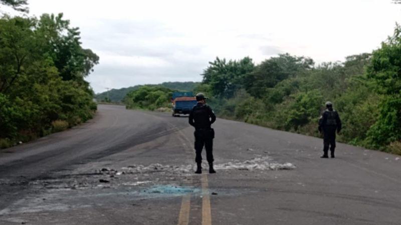 Terror en Michoacán: Miembros del CJNG bloquea carreteras e incendia autos