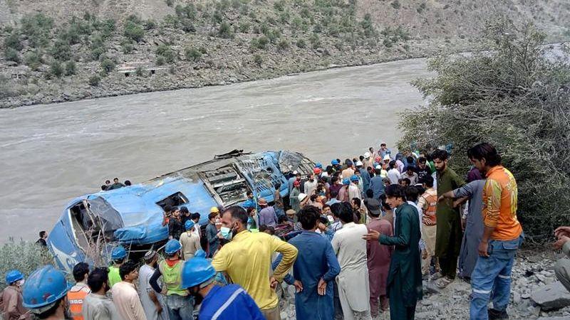 Fallecen 12 personas tras explosión de un autobús en Pakistán; trabajaban en construcción