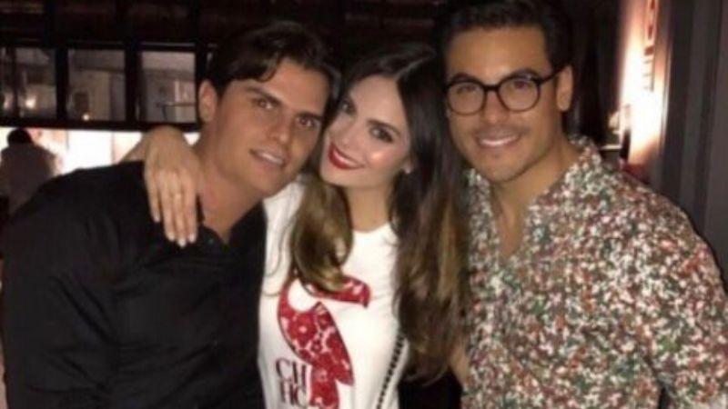Tras revelar embarazo, Ximena Navarrete y su esposo posan junto a Carlos Rivera ¿será el padrino?