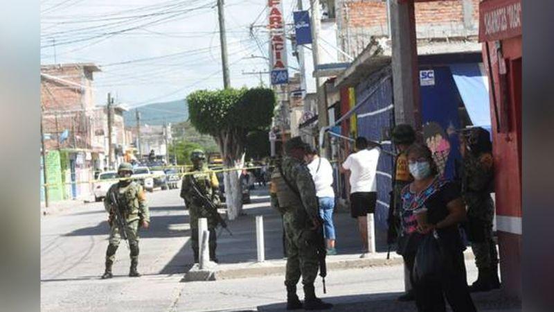 Sin clemencia alguna, criminales exterminan a un joven al acribillarlo dentro una estética en Celaya