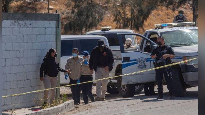 Torturado y con torniquete en el cuello, localizan a un muerto en camino de terracería en Tijuana