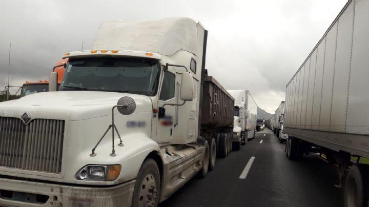 Brutal colisión: Choque de 2 tráileres y una camioneta deja heridos y una víctima mortal
