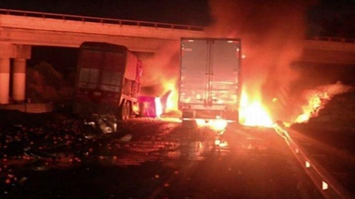 Arde tráiler tras chocar con otro en carretera de Tlaxcala; chóferes huyeron del lugar