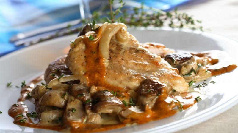Rico y equilibrado: Disfruta de este pollo fileteado con verduras; amarás cada bocado