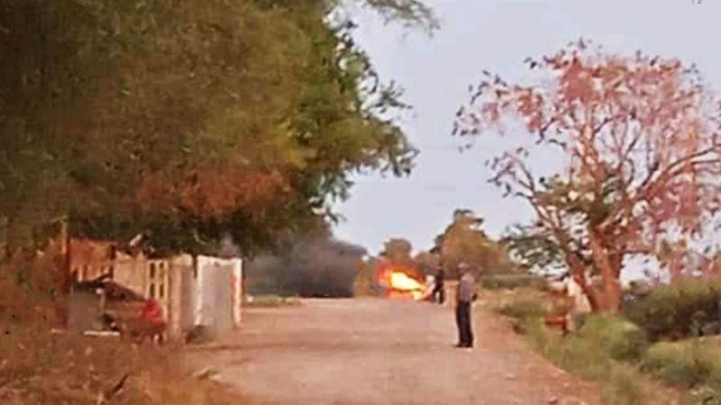 Sonora: Fuerte enfrentamiento entre grupos armados deja un auto en llamas en Bácum
