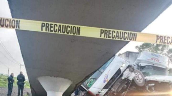 FUERTES IMÁGENES: Tráiler colisiona con camión en Edomex; hay heridos y víctimas mortales