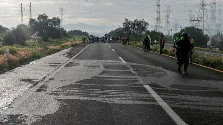 VIDEO: Fuga de gasolina causa terror en autopista; responsables habrían sido huachicoleros