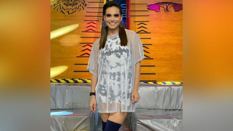 """Tania Rincón seduce a todo Instagram al presumir pierna con coqueto 'look' en Televisa: """"Ay Dios"""""""