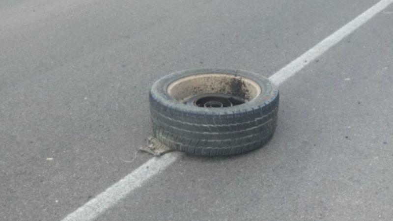 Taxista atropella a sujeto acostado a mitad de calle; el cuerpo quedó bajo los neumáticos