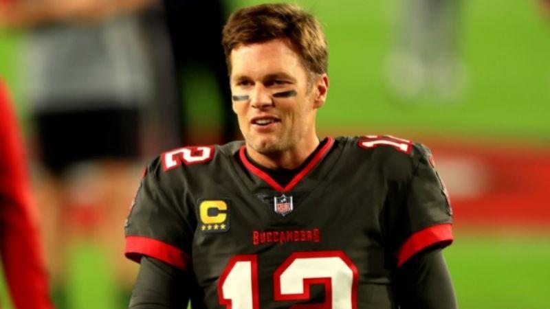 Tom Brady habría jugado lesionado su primer temporada con los Bucaneros de Tampa Bay