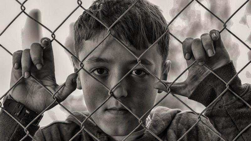 Sadismo total: Un hombre tortura a 5 niños; los ató, azotó y electrocutó por varias horas