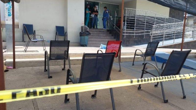 Dejan el cuerpo de un joven al exterior de clínica de rehabilitación en Culiacán; fue asesinado a golpes