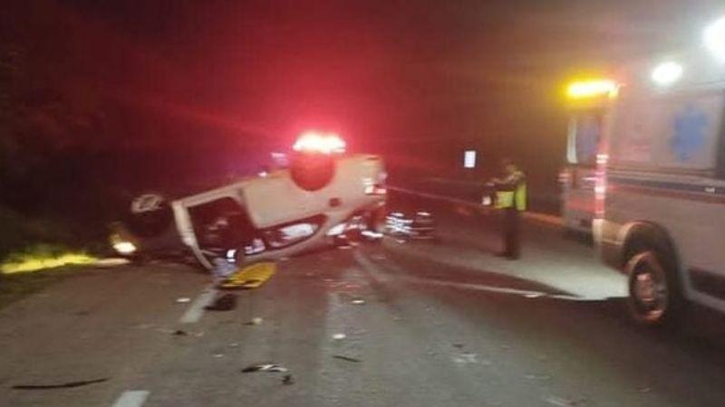 Mueren 2 jóvenes turistas que viajaban a Playa del Carmen en exceso de velocidad