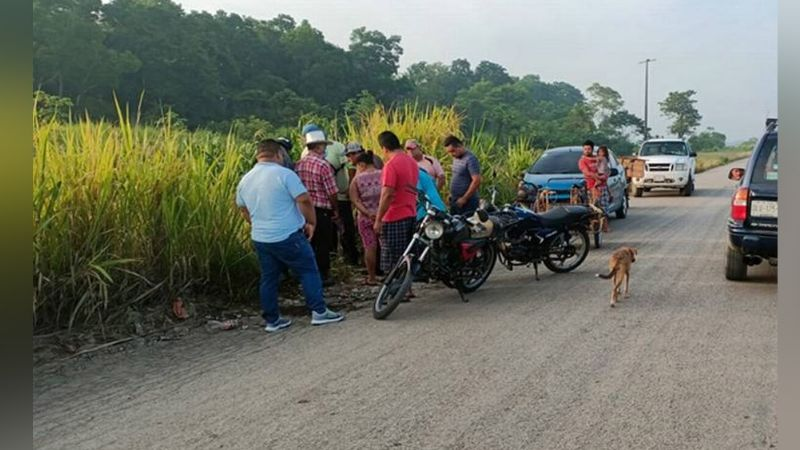 A la orilla de la carretera abandonan el cuerpo de un hombre; estaba decapitado y semicalcinado