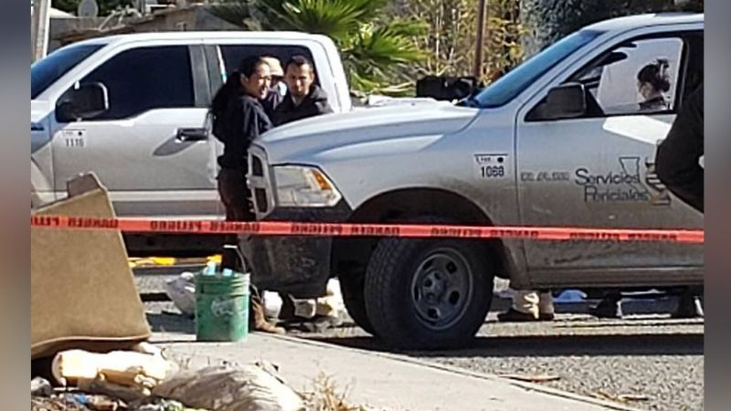 Horror en Tijuana: Al interior de un vehículo, hallan a un hombre sin vida; tenía un balazo
