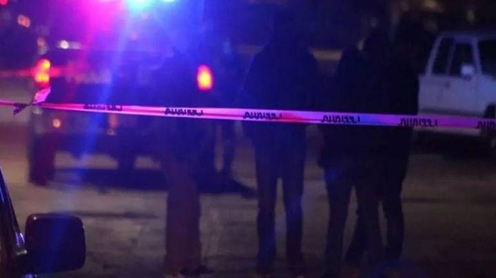 Con una herida mortal en el cuello, hallan el cuerpo de una joven en un baldío abandonado