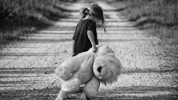 Un pedófilo cita a una niña de 4 años para abusar de ella toda una noche; lo capturan infraganti