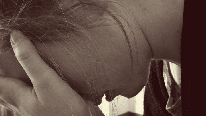 Infierno en casa: Un hombre abusa cruelmente de su hijastra; se dio a la fuga