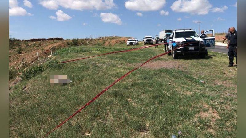 A la orilla de la carretera, abandonan el cuerpo de un hombre en Chihuahua; tenía huellas de violencia