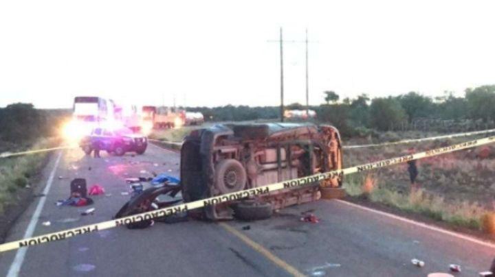 Vuelca vagoneta tras derraparse 80 metros; murió una mujer y un niño de 5 años
