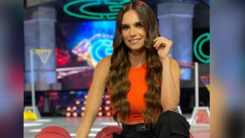 """Tania Rincón paraliza a Televisa al lucir pierna con su falda más coqueta en 'Guerreros': """"Ay Dios"""""""