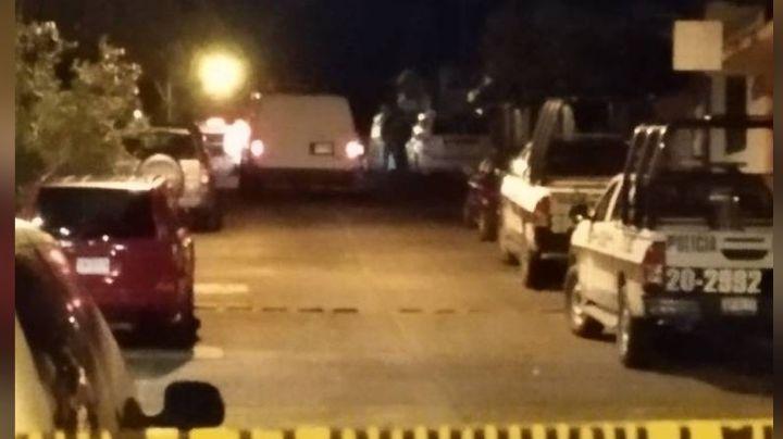 En plena vía publica, localizan el cuerpo de un hombre con fuertes golpes; estaba muerto