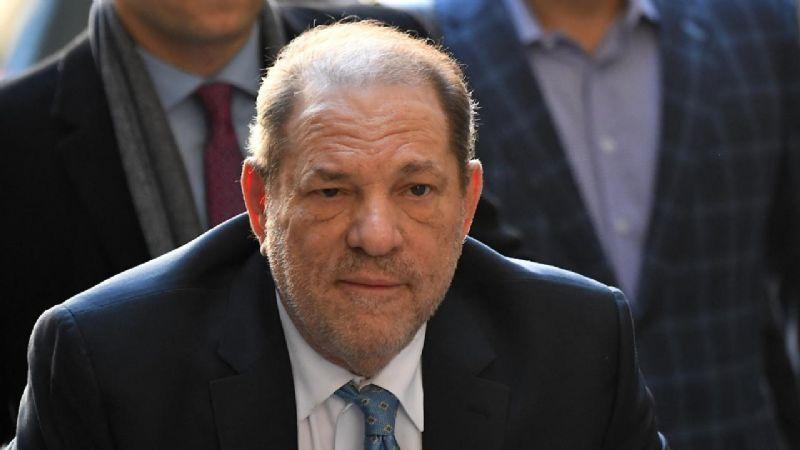 Transfieren a Harvey Weinstein de NY a Los Ángeles; enfrentará 11 cargos de abuso