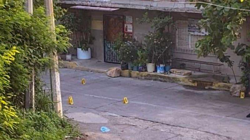 Ejecutan a hombre en plena vía pública; vecinos lo encontraron sobre un charco de sangre