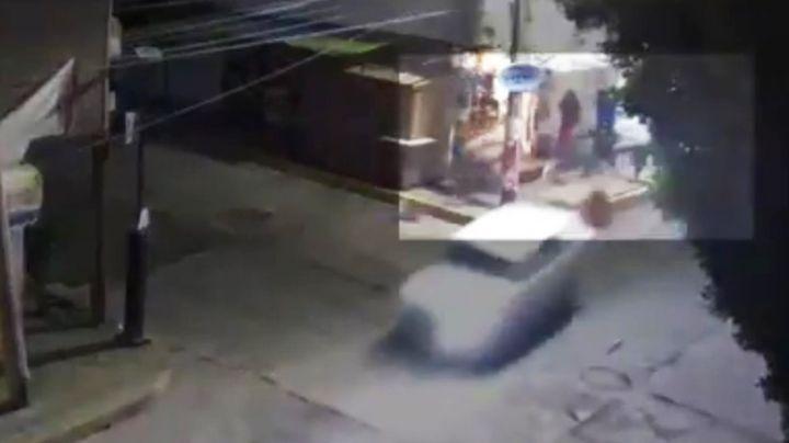 VIDEO: Mujer y su bebé, embestidas por un auto en Atizapán; el conductor estaba ebrio